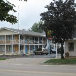  View of two story motel building