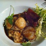 Pan fried king scallops with white beans, cream & garlic, smoked bacon, green leaves & red wine
