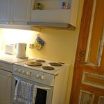  Shared kitchen - everything you need to eat in, well-maintained and pristine.