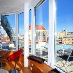 Glass Rooftop Apartment - Sunny Interior