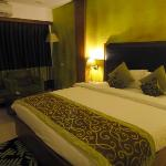 The White Leaf Hotel resmi