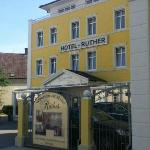 Located in quiet area, just across from train station, short walk to the Hauptkanal