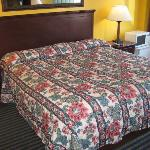  Red Carpet Inn Ashford CT, king bed non smk