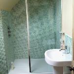 en suite walk in shower