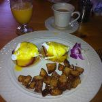 Eggs Benedict were very good, but it took forever for them to come out.