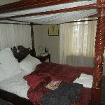 Four poster bed in Mahogony Room