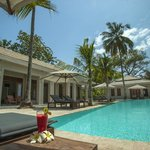 Beach House Kilifi, main house and pool