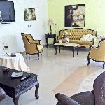 Castellania Hotel Apartments resmi