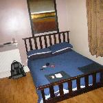 double room, shared bathroom & sink etc