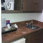 Sink/ kitchen area
