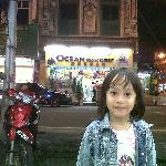  depan hotel latar china town