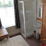Single room with shower and basin