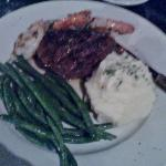 Petit Sirloin w/ Grilled Shrimp/Pototoes/Green Beans