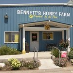 Photo de Bennett's Honey Farm