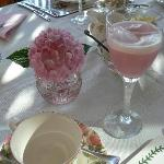Finishing touches to an elegant table setting