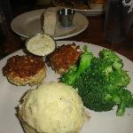 crab cakes with broccoli and mashed potatoes