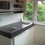 Lovely little kitchenette has wine glasses fridge etc