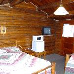  Kudar Motel 2-bed cabin.