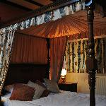 Four poster water bed