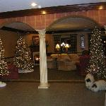 Christmas at Carlisle Inn-Walnut Creek - gathering room off loby