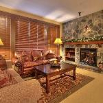 Stonegate Resort - Executive Unit - Lounge