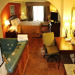Full size Jacuzzi suite room 195