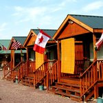 Glacier General Store and Cabins resmi