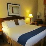 King size bed, Room 102