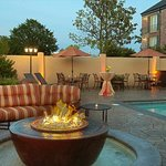 ‪BEST WESTERN PREMIER Governors Suites‬