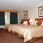  Deluxe Queen Guest Room