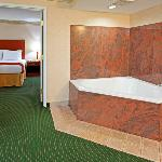 Jacuzzi Suite With King Bed