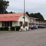 Red Carpet Inn Battleboro NC, Office Exterior