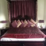  four poster bed room