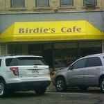 Birdie's Cafe - bright yellow canopy was a good sign ...
