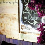  Chalkboard pointing guest in the direction of the garden