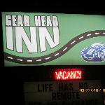 Gear Head Inn resmi