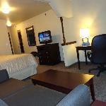 Kingbed suite with working desk & seating area