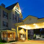 CountryInn&Suites Pineville Exterior Night