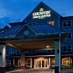 CountryInn&Suites TampaAirportNorth ExteriorNight