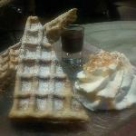  gaufre sauce chocolat et chantilly