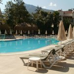 Lovely quiet pool,unreserved sunbeds