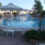 Photo de Zorbas Beach Hotel