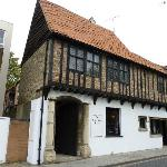 Tudor Rose - Lovely old building - but poorly managed