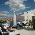  Very nice roof terrace, but &#39;private area&#39; for Geranium is just the corner next to door out from