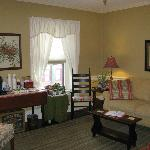  Upstairs sitting room with large screen television, coffee/tea, and Creamery fudge!