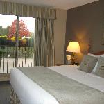  Executive Room with King Size Bed and Window View