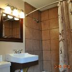 motel ensuite bathroom