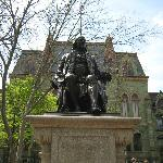 Statue of Benjamin Franklin in front of College Hall