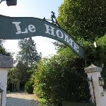  Hotel Le Home entry sign