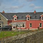 Photo de Doonagore Farmhouse